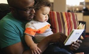 lendo para o bebe